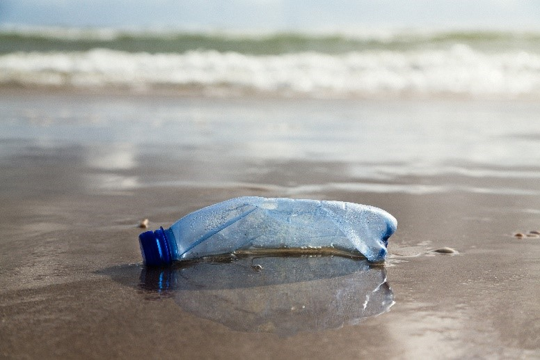 Figure 1. An environmental blight. In 2017, a million drinks bottles were bought every minute.